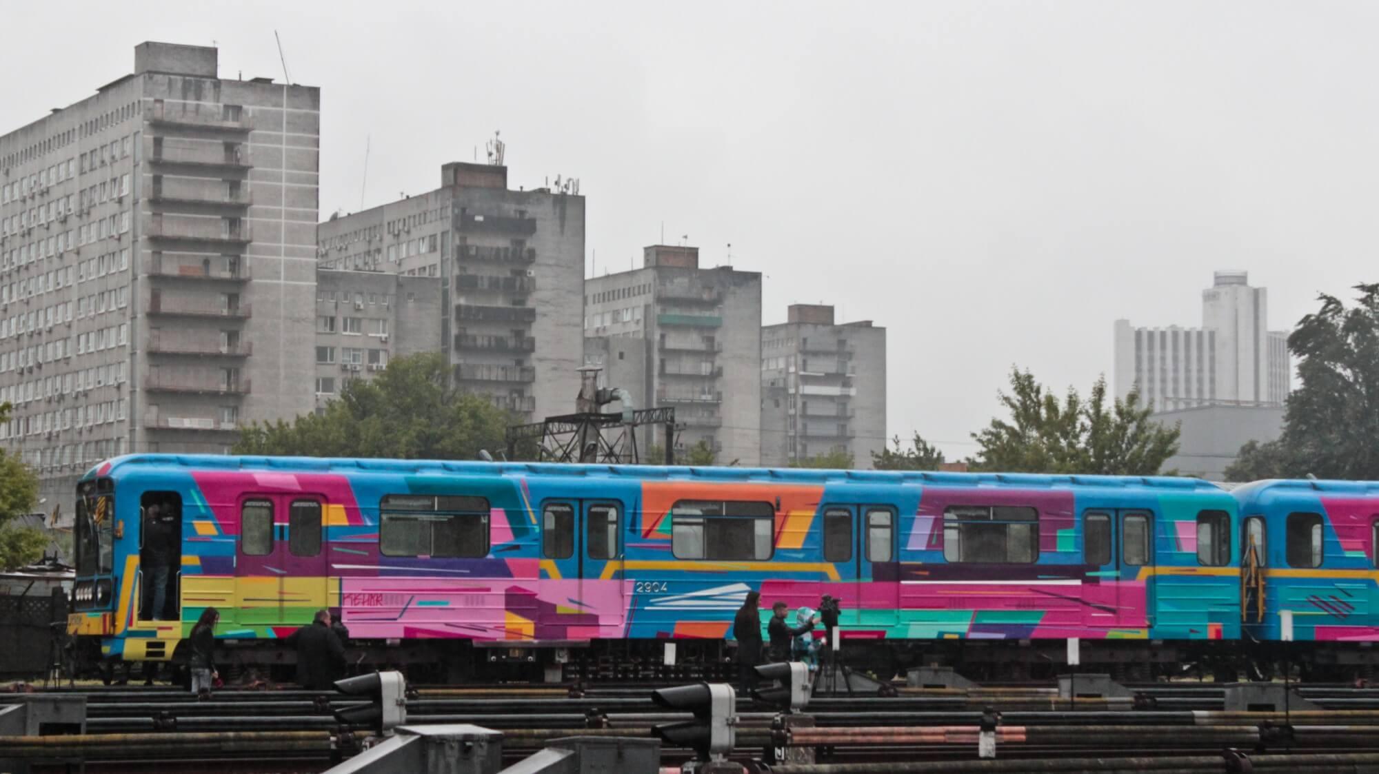 Kenor paints the metro train in Kiev, Ukraine 2016