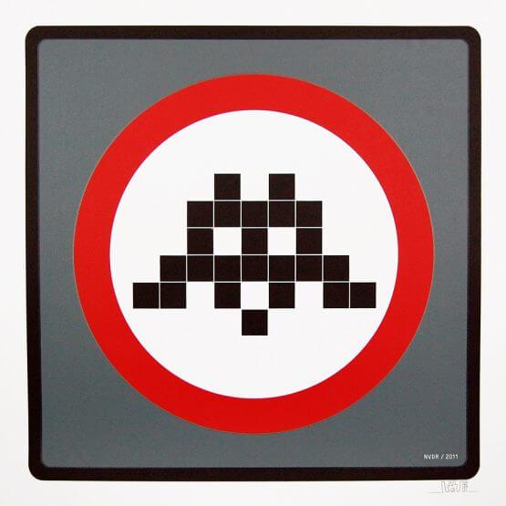 Space Invader - Warning Invader (Grey)