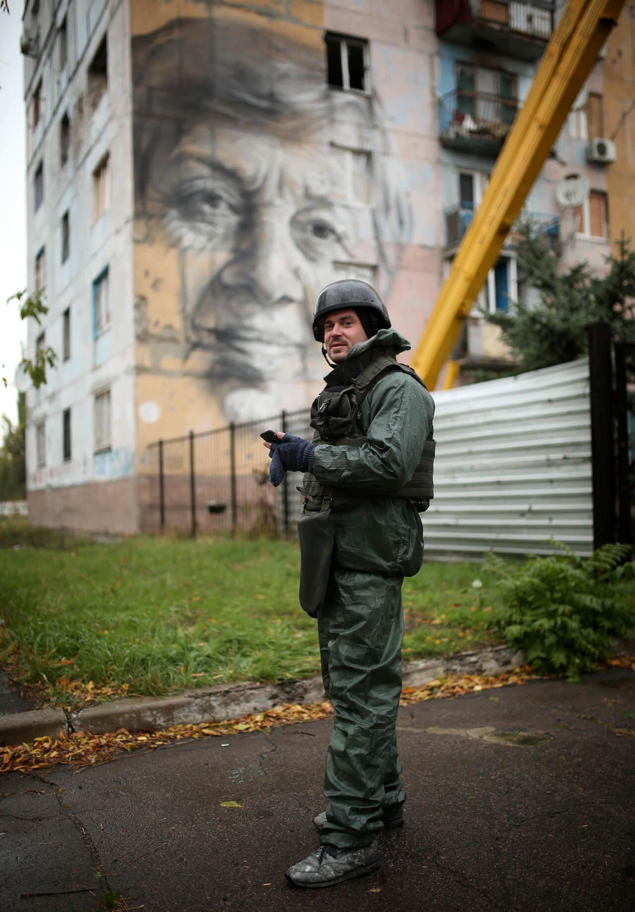 Street Artist Guido Van Helten paints on the Frontline, Avdiyivka, Ukraine 2016