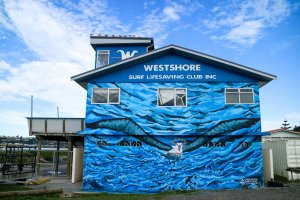 Kai, Seawalls: Artists for Oceans, Napier, NZ. Photo Credit Miyuki McGuffie